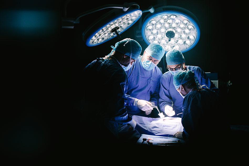 Operan del corazón con hipnosis y sin anestesia a una anciana